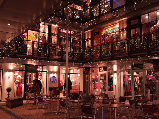 Kingly court noel
